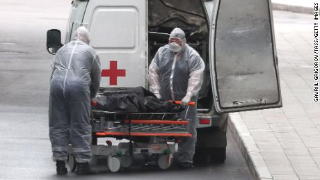 Staff with the body of a deceased patient at the Novomoskovsky medical center in Kommunarka, outside Moscow, in April.
