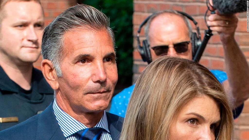 College admissions scandal: Lori Loughlin's husband Mossimo Giannulli reports to prison for five-month sentence