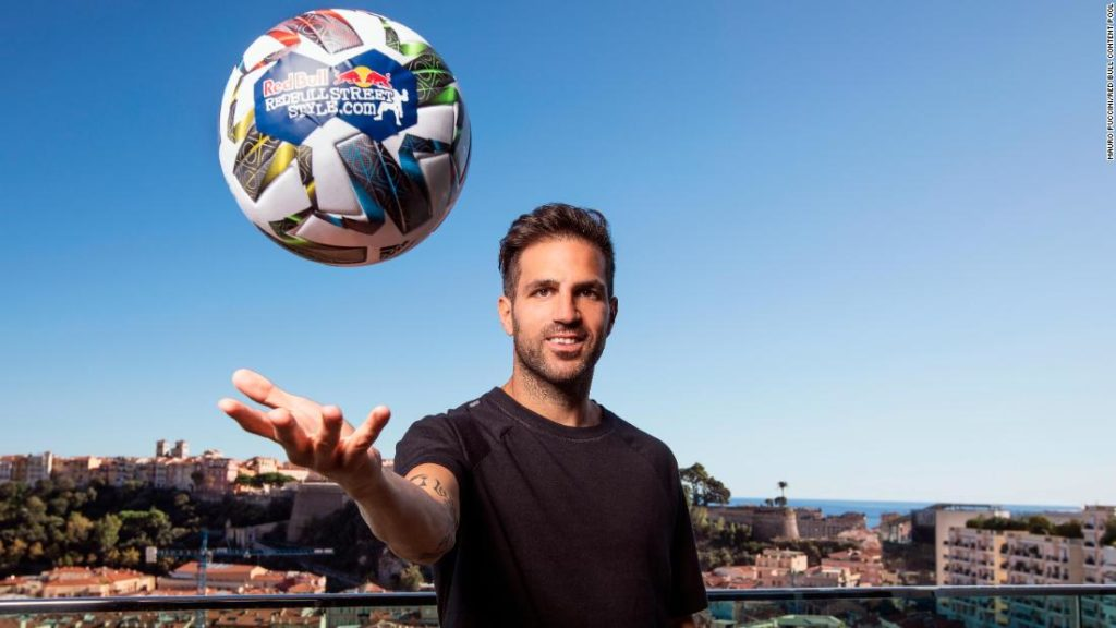 Cesc Fabregas appears as a hologram to judge Freestyle World Championship