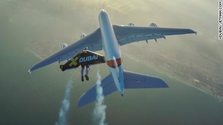 Daredevil jetmen reach new heights alongside A380 jetliner in Dubai