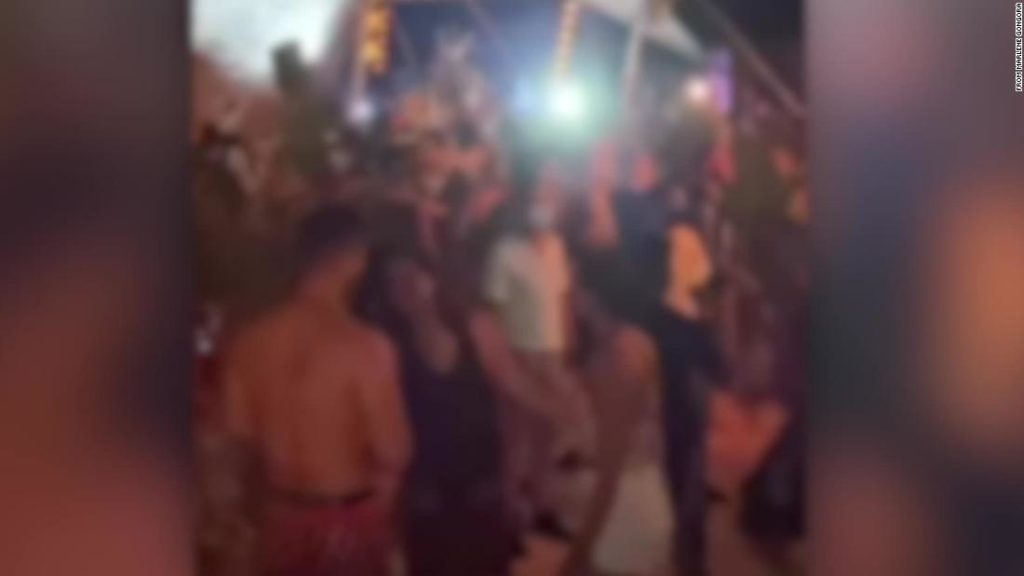 Videos show packed crowds at Mexico art festival
