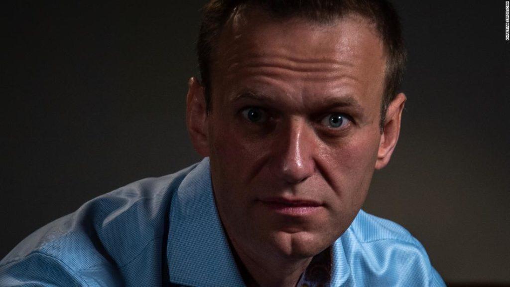 Alexey Navalny: CNN-Bellingcat investigation identifies Russian specialists who trailed Putin's nemesis