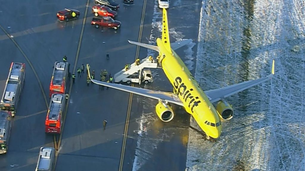 Spirit Airlines plane skids off runway in BWI Airport