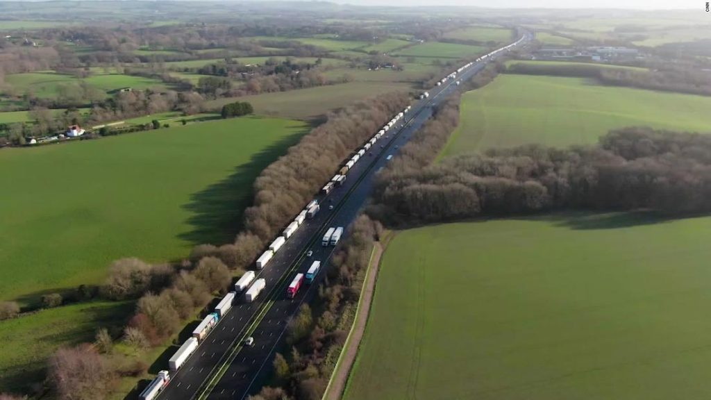 Brexit trade deal: 'No deal' looms as truck drivers queue for hours at port