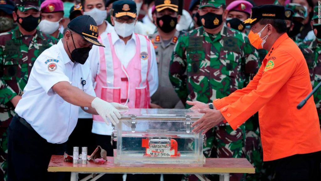 Indonesia plane crash: Search team recovers black box at Sriwijaya crash site