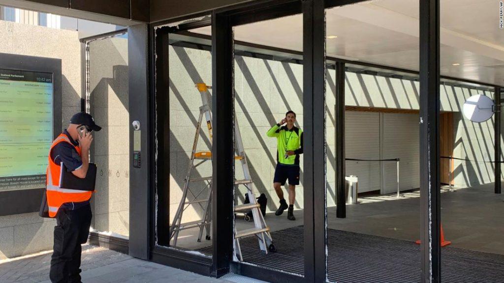 New Zealand Parliament: Axe-wielding man smashes glass doors