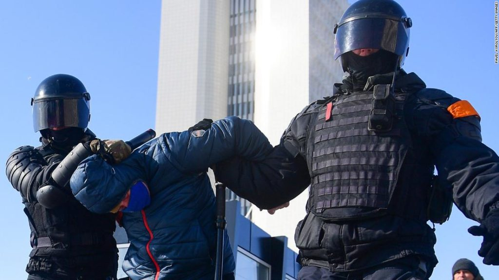 Russia: Protests in support of Alexey Navalny get under way