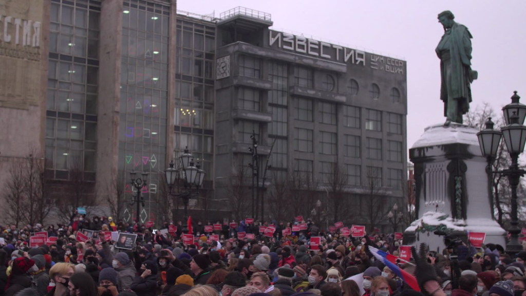 Kremlin tries to blame US for massive Russian protests