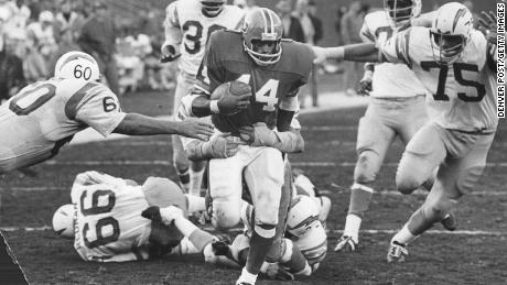Floyd Little playing for the Broncos in December 1971, the season in which he won the NFL rushing title.