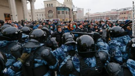 Kremlin meets Russian protesters with fiercest crackdown in years