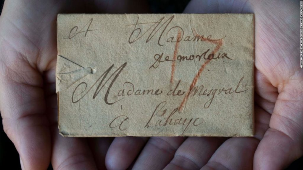 Scientists find way to read priceless letters sealed 300 years ago and never opened