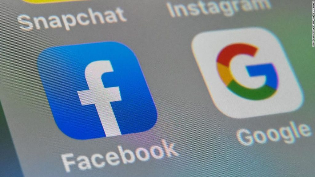 Facebook signs deal with Murdoch's News Corp Australia after media law