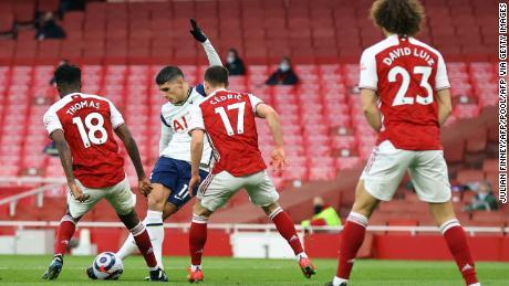 Lamela scores his rabona goal against Arsenal.