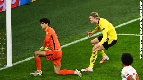 Erling Haaland runs up to Sevilla's goalkeeper Yassine Bounou as he celebrates scoring his penalty.