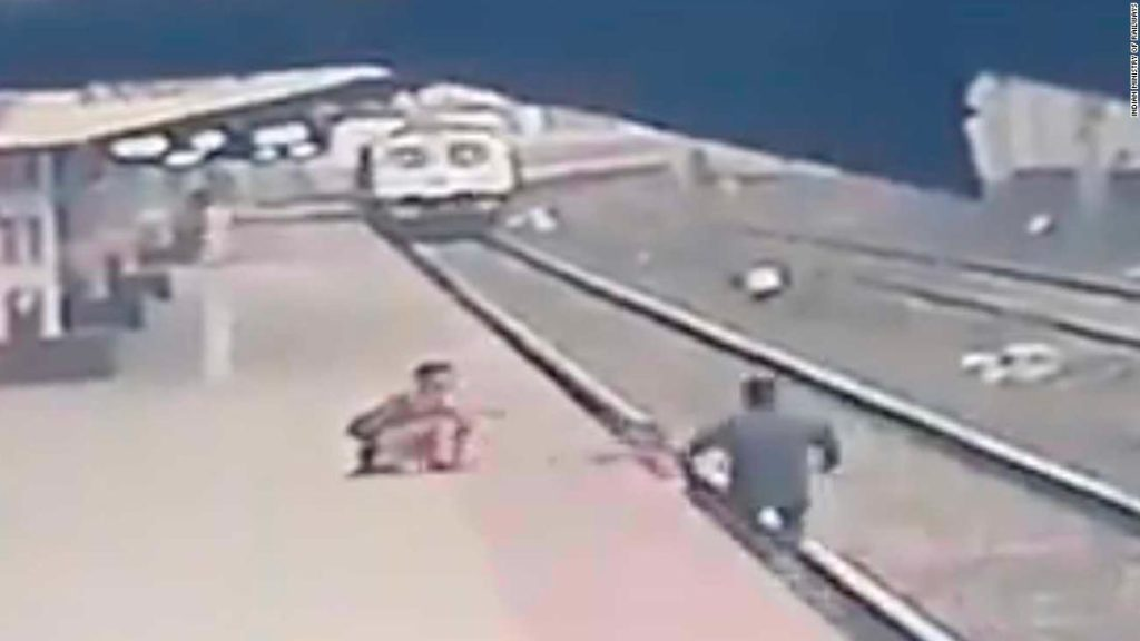 Indian railroad worker saves child from oncoming train