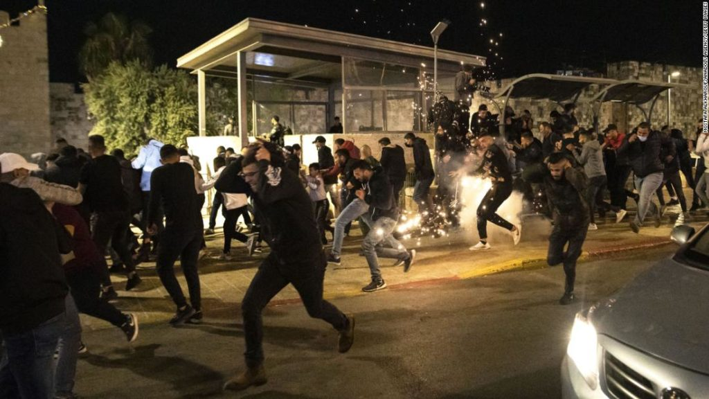 Jerusalem: Dozens of Palestinians injured in Israeli police clashes as Jewish extremists chant 'Death to Arabs'