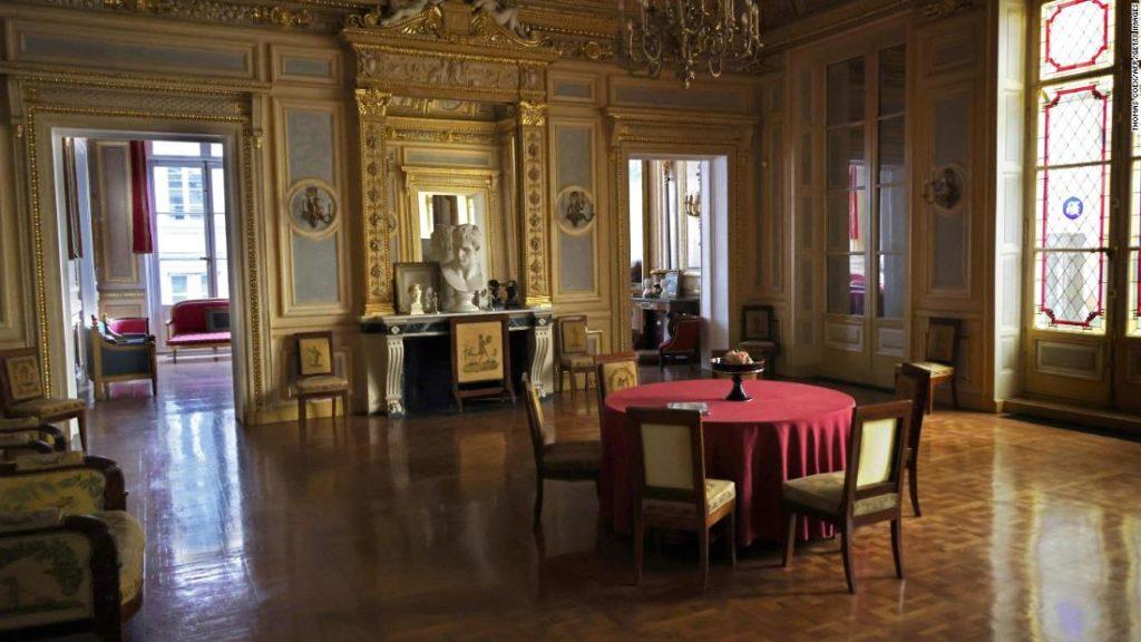 Video shows Paris elite enjoying secret dinner parties amid pandemic