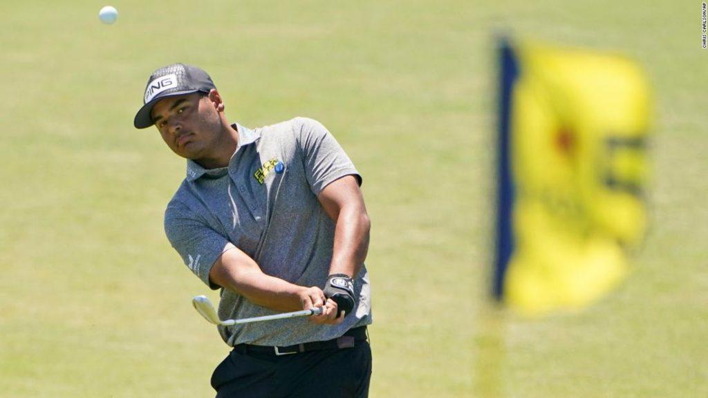 Sebastián Muñoz hits golf ball into trash can during PGA Championship