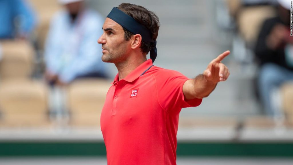 Roger Federer says 'misunderstanding' caused heated debate with chair umpire in French Open win