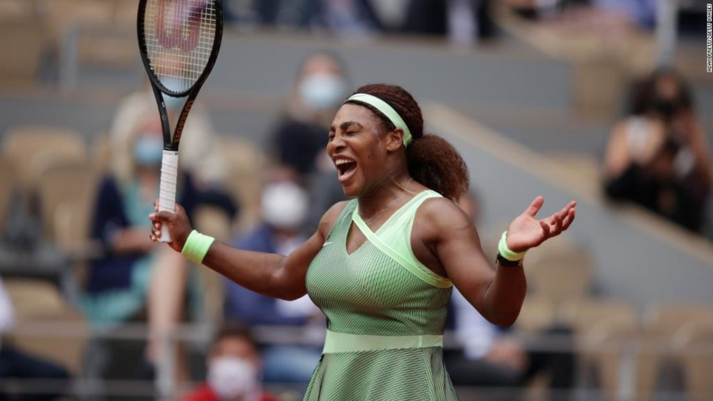 Serena Williams powers into French Open fourth round as she aims for history