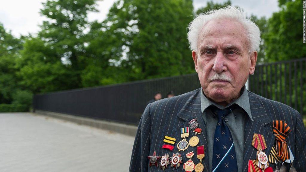 David Dushman, last surviving liberator of Auschwitz, dies at 98