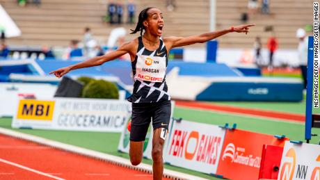 Hassan celebrates her world record -- a mark that would only stand for just two days.