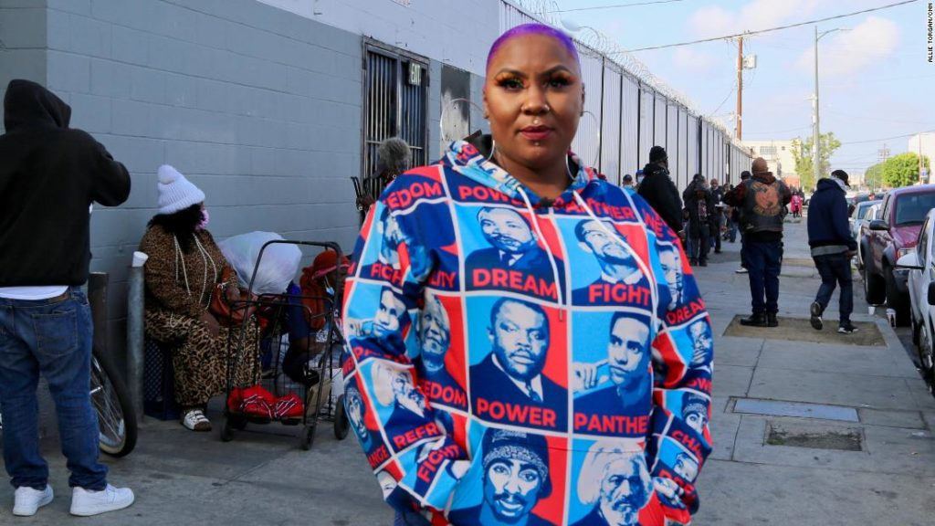 This CNN Hero offers Skid Row's homeless food and hope, but she also brings 'Beauty 2 the Streetz'
