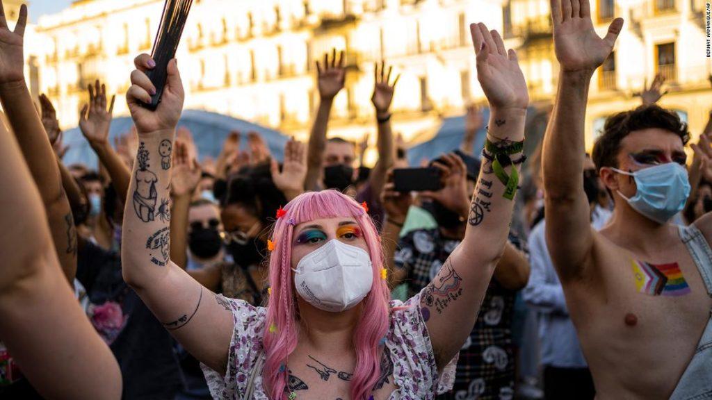 Samuel Luiz: Spanish police arrest three over suspected homophobic killing
