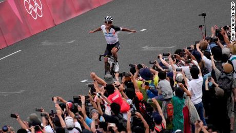 Richard Carapaz of Ecuador celebrates winning the men's cycling road race at the Tokyo 2020 Olympics.