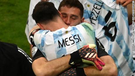 Martínez and Messi embrace after Argentina's win.