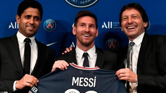 Al-Khelaifi (left) and sporting director Leonardo (right) pose alongside Messi.