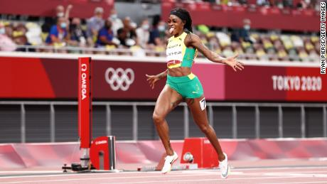 Thompson-Herah celebrates winning the gold medal in the women's 200m final on August 03 in Tokyo.