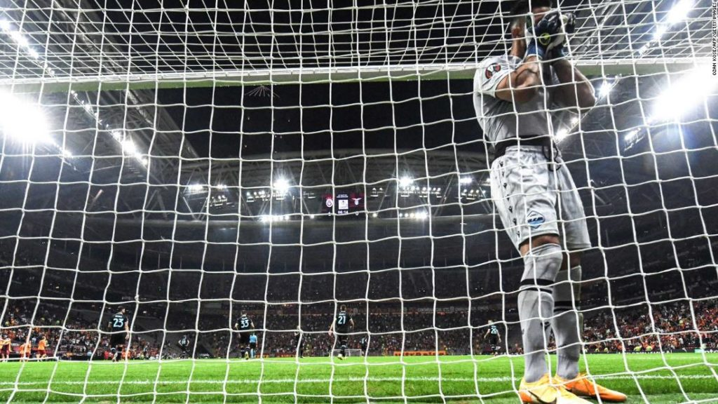 Thomas Strakosha own goal: Lazio goalkeeper's bizarre mistake gifts Galatasaray Europa League victory