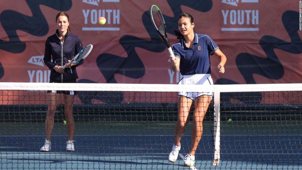 Tennis' newest superstar Emma Raducanu celebrates return to UK by playing with Duchess of Cambridge