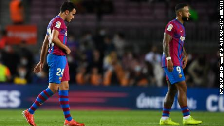 Eric Garcia and Memphis Depay trudge off at the end of the match.
